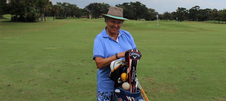 Coach Denise dévouée à l'enseignement du golf